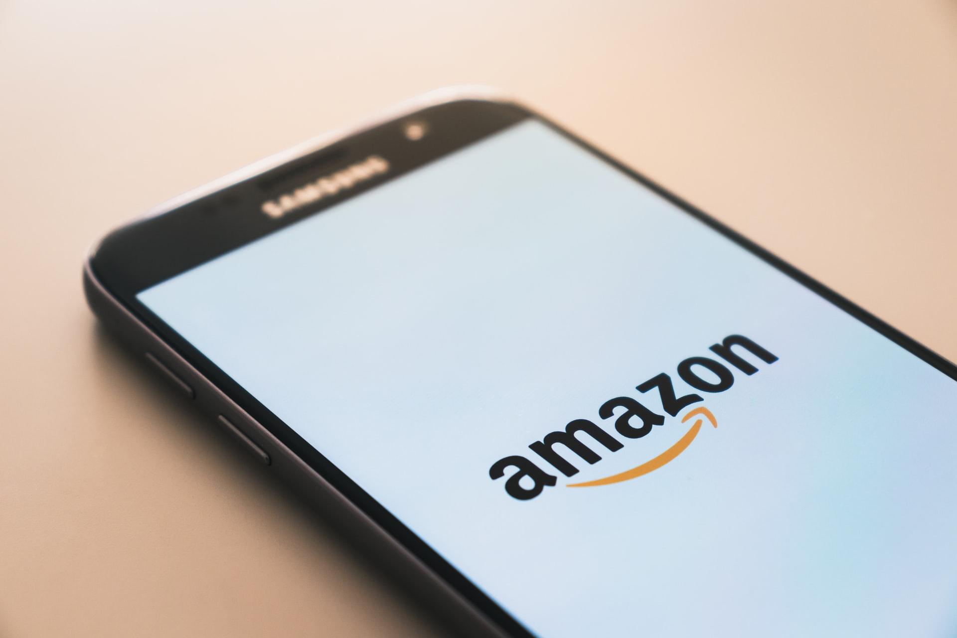 Veszélyben az Amazon és a Facebook dolgozóinak testi épsége