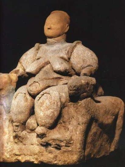7. ülő asszony Catal Hüyük Kr. e. 5400.jpg