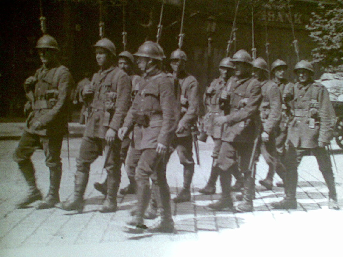 Román katonák Budapeseten 1919-ben.jpg