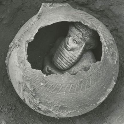 Uruki férfi vázában.jpg