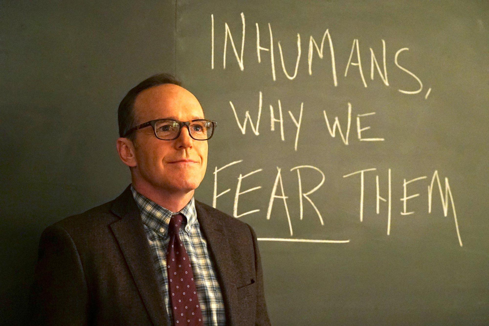 'Embertelenek, miért félünk tőlük?' Coulson (Clark Gregg)