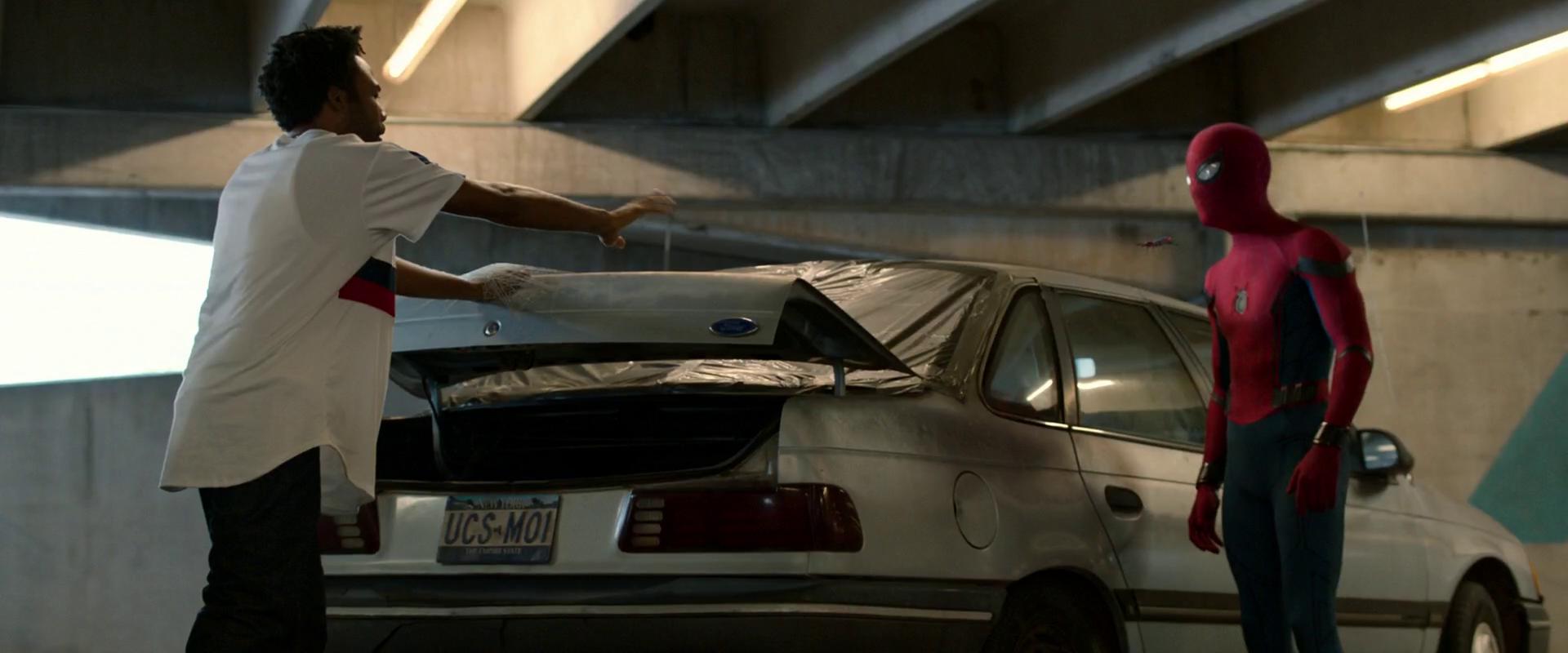 spider-man_interrogating_prowler_queens_parking_garage.png