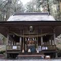65.: A pöfékelő Szakuradzsima árnyékában