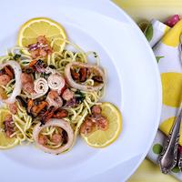 Bazsalikomos spagetti a tenger gyümölcseivel