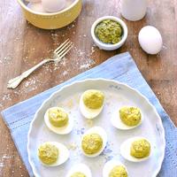 Töltött pestos tojás