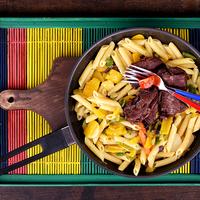 Marhapofa kacsazsíron sült zöldséges tésztával