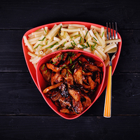 Tészta chilis, mézes csirkemell csíkokkal