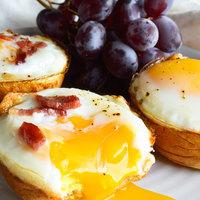 Szalonnás-tojásos kalácskosárka