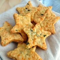 Bazsalikomos-cheddar sajtos csillagok