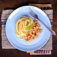Koktélrákos, rukkolás, fokhagymás spagetti