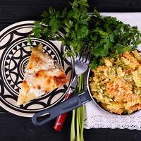 Almás csirke tojásos tésztával és petrezselyemmel