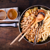 Ananászos csirkeragu tésztával – lépésekben