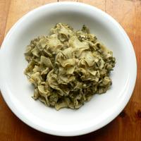 Currys-csirkés spenótos tészta