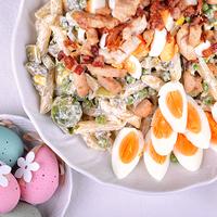Húsvéti tésztasaláta baconos csirkével