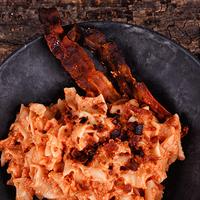 Baconös tészta kókuszos, kesudiós pesztóval