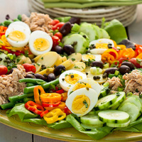 12 salátával a világ körül - hússal, húsmentesen