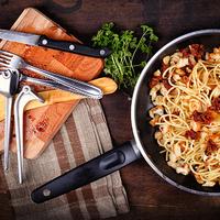 Spagetti fokhagymás kenyérbéllel