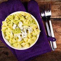 Avokádós, brokkolis masni kékpenészes sajttal