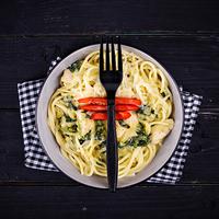 Spenótos, baconos, csirkés krémes spagetti
