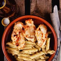 Pácolt csirkemell lencse pesto-s tésztával