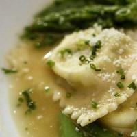 Friss zöldséges-parmezános leves