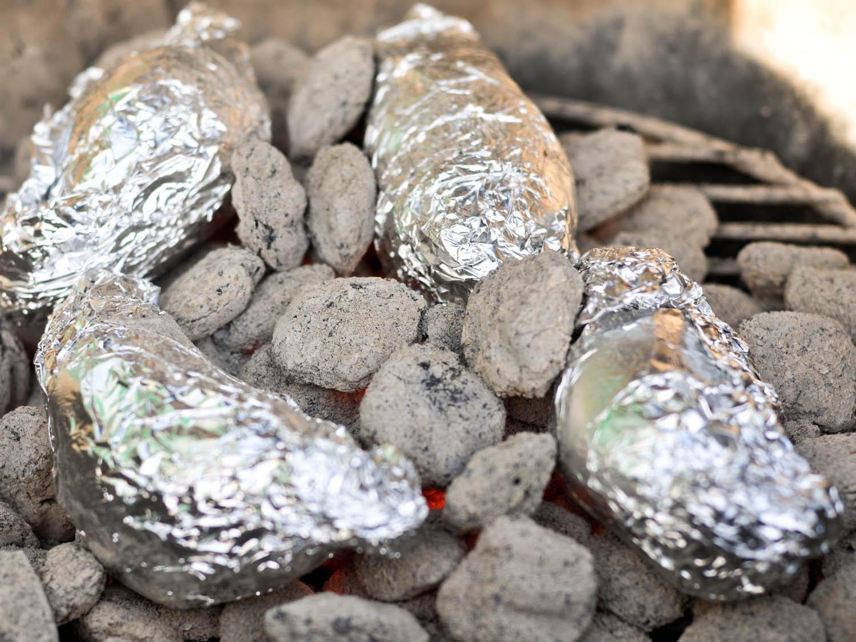 20140811-grilling-hacks-coal-roasting-joshua-bousel.jpg