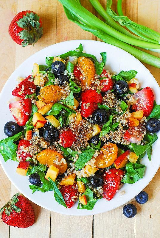 sal7_quinoa_with_strawb_blueberries_spinach_tangerine_peach_green_onion.jpg