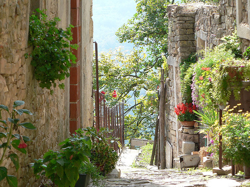 beautiful-croatia-garden-happy-houses.jpg