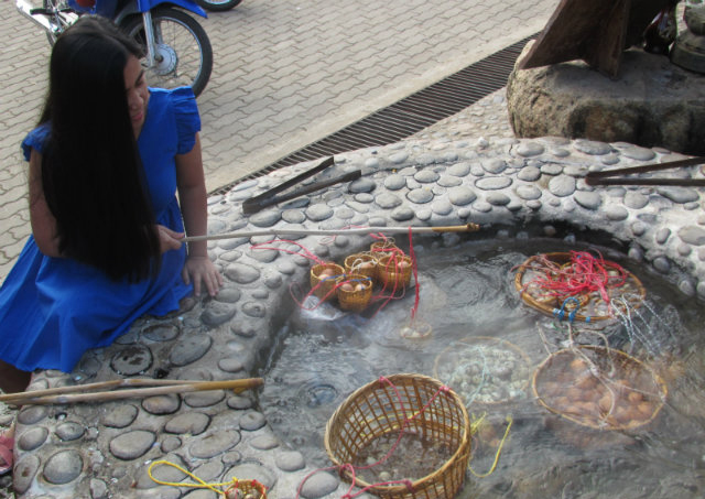 cooking eggs in hot spring_Thailand.jpg