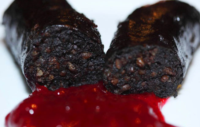 mustamakkara_finland_in_lingonberry_sauce.jpg