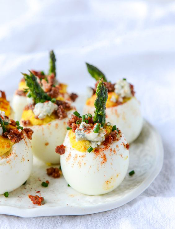 bacon_blue_deviled_eggs_with_roasted_asp_howsweeteats_com.jpg