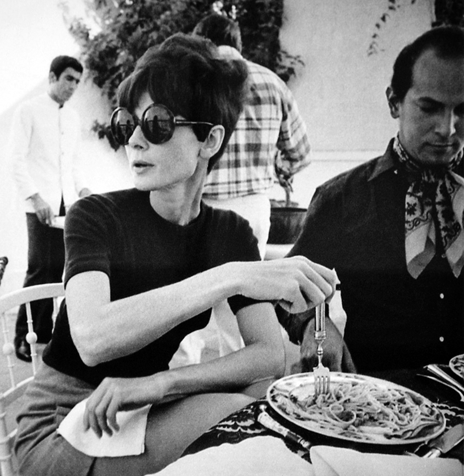 audrey_h_with_oscar_de_la_renta_estoril_portugal.jpg