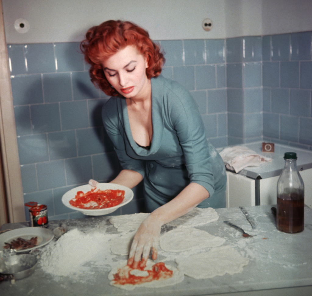 sophia_loren_pizza_napoletana_1.jpg