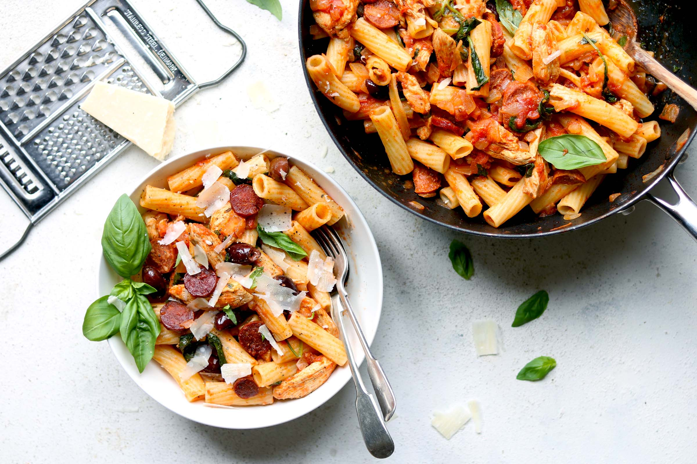 chicken-and-chorizo-pasta-ls.jpg
