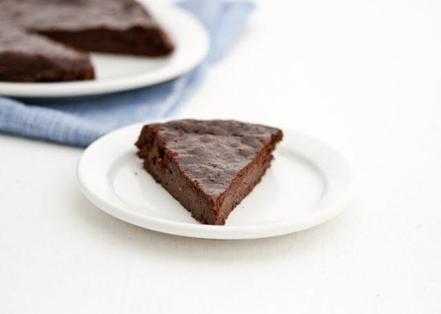 chocolate-flourless-cake-6.jpg