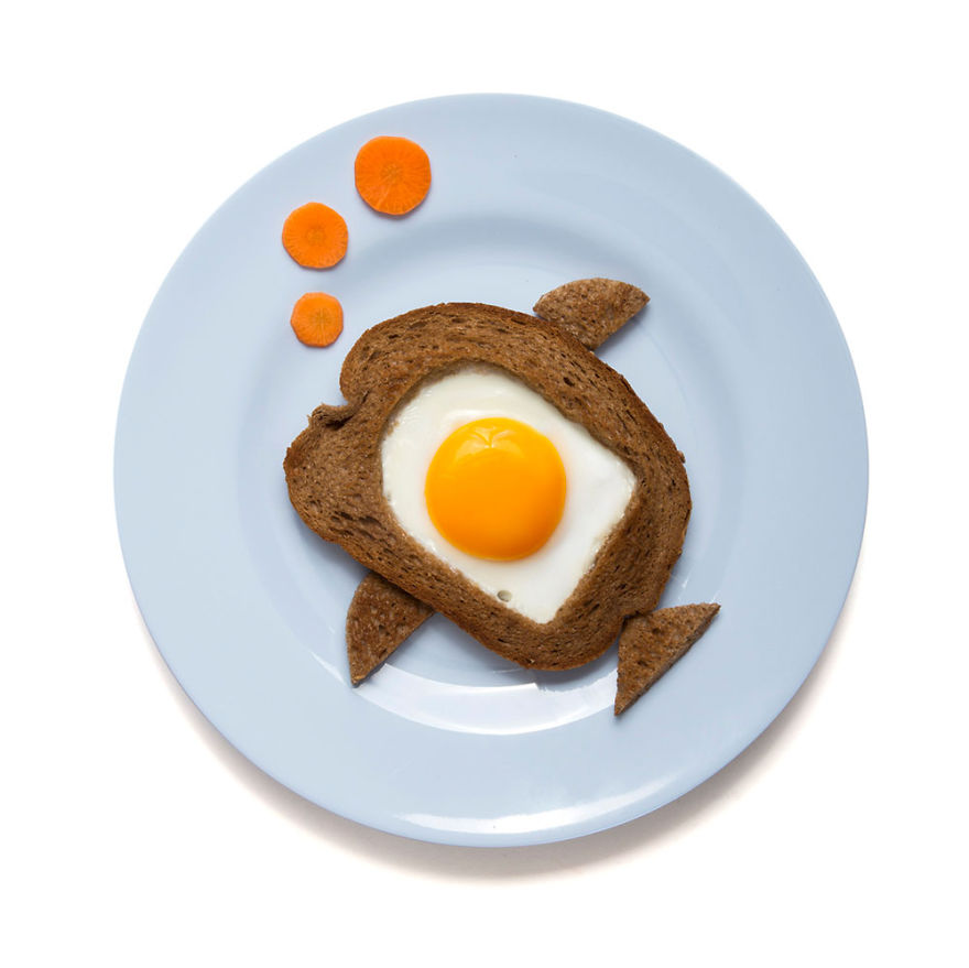 creative-egg-in-the-basket-meals-made-with-a-simple-bread-cutter-2_880.jpg