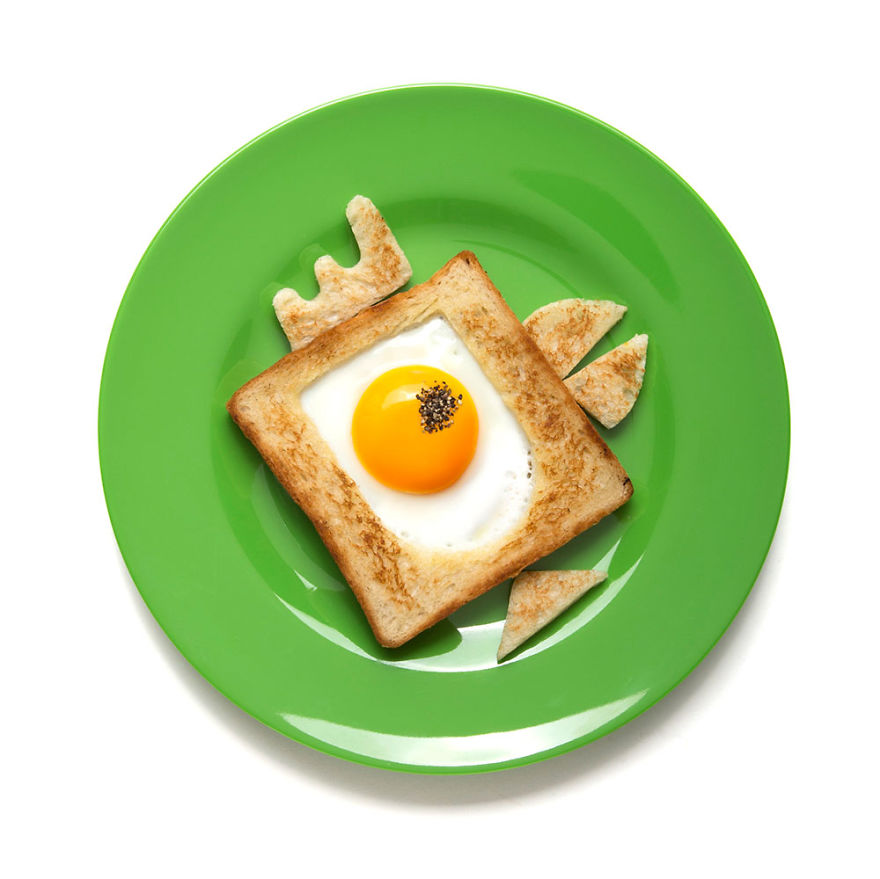 creative-egg-in-the-basket-meals-made-with-a-simple-bread-cutter-5_880.jpg