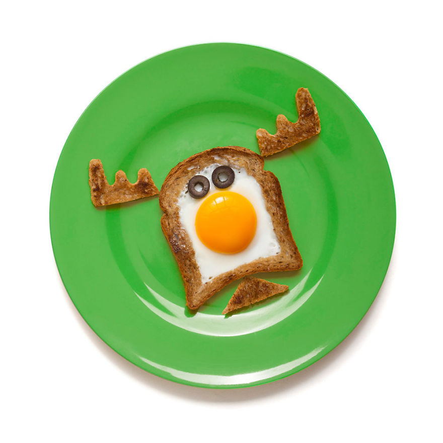 creative-egg-in-the-basket-meals-made-with-a-simple-bread-cutter-6_880.jpg