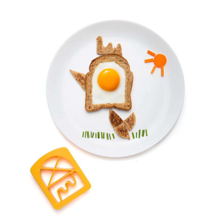 creative-egg-in-the-basket-meals-made-with-a-simple-bread-cutter-8_880.jpg