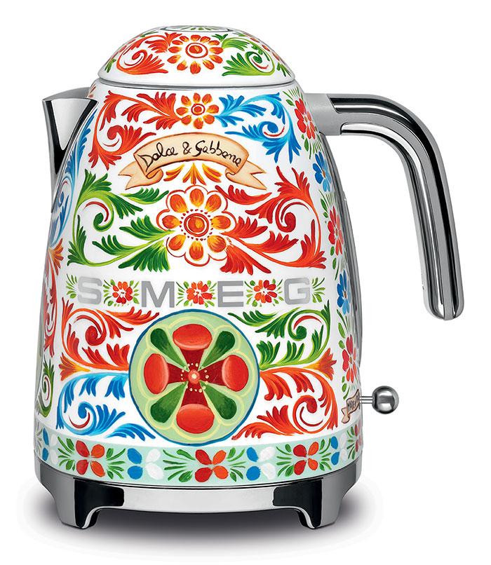 dolce-gabbana-smeg-kitchen-appliance-line-9-58f5c4e9dbff2_700.jpg