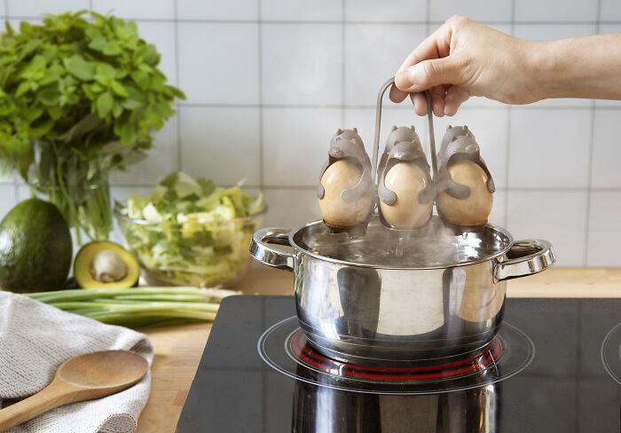 egg-holders-eggbears-peleg-design-4-5fa27805b1ef9_700.jpg