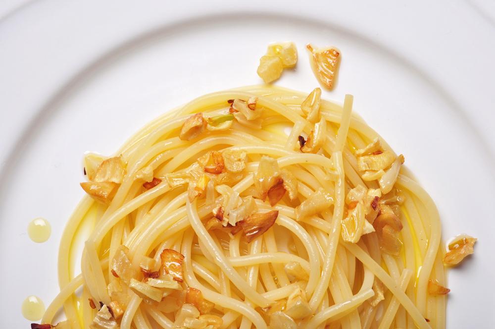 fokhagymás, olívás spagetti kész 1000.jpg