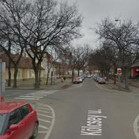Késik a forgalomszabályozás, ismét baleset történt a Kölcsey-Eötvös utcák kereszteződésében !