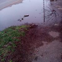 A Seregély utca járdája eső után használhatatlan
