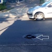 A biztonságos közlekedés került veszélybe a Tompa Mihály utcán!