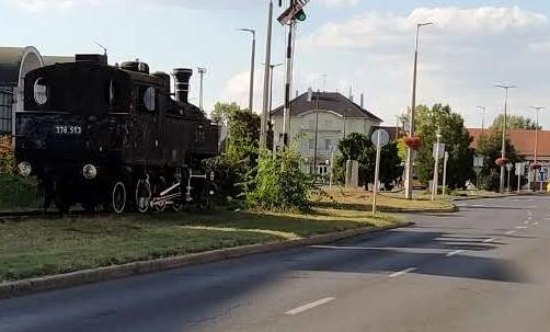 szobormozdony.png