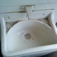 Minden ragadt a kosztól, és még kezet sem lehetett mosni