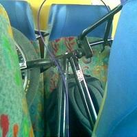 Összeolajozták a vonat ülését a biciklikkel