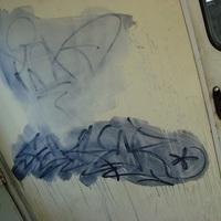 Graffiti takaírtás: pofon a sz@rnak