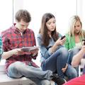 A Z-generáció jobban szereti a tévét, mint a Facebookot